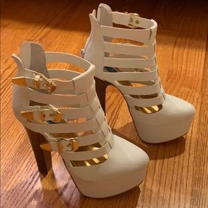 Platform white heels with gold buckle